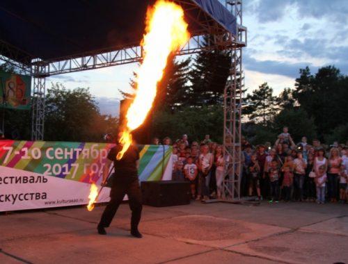 В ЕАО 90-летие пожарного надзора отметили «зажигательным» шоу