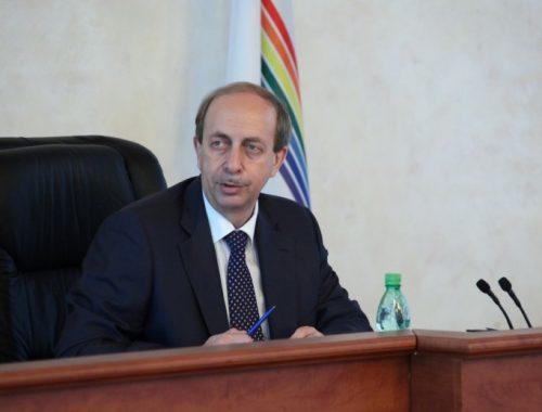 Александр Левинталь вошёл в тройку самых бедных губернаторов-дальневосточников с доходом чуть более 350 тысяч рублей в месяц