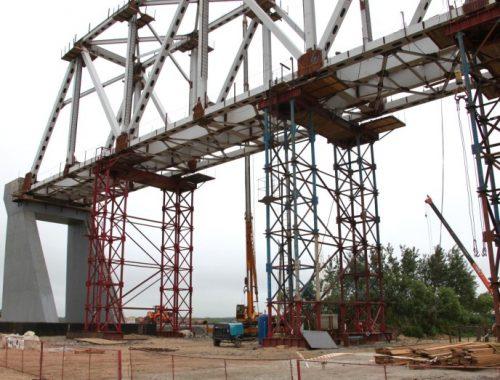 Строители трансграничного моста в Нижнеленинском проведут испытания четвёртой опоры