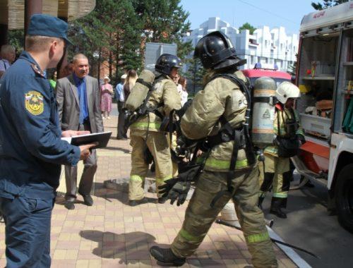 «Четвёрку» получили биробиджанские огнеборцы за проведённые учения в МФЦ