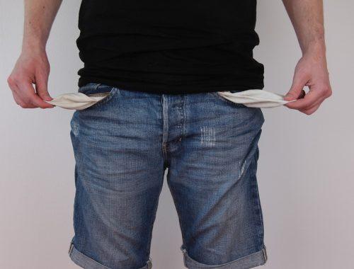 Половина российских семей увязла в потребительских долгах