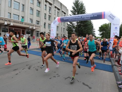 Восемь призовых мест заняли бегуны из ЕАО в российско-китайском марафоне