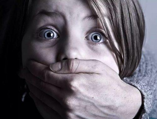 Наркоман силой пытался похитить мальчика и девочку в Биробиджане