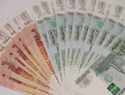 В Биробиджане пожилая женщина принесла в полицию найденные в аптеке деньги