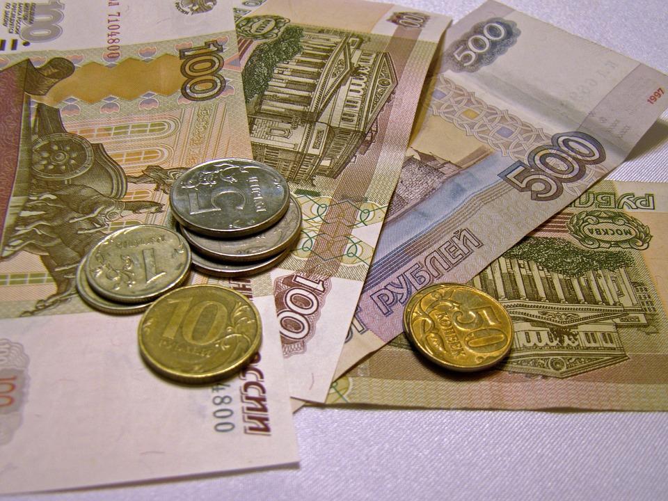 Больше половины россиян экономят на еде
