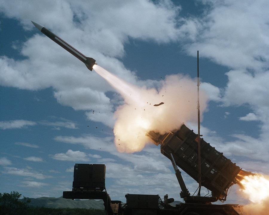 Японцы спрятались от северокорейской ракеты, но сбивать её не стали