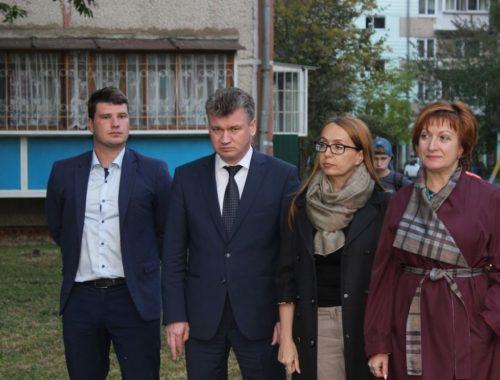 Праздник продолжается: «Единая Россия» открывает отремонтированные за чужой счёт дворы