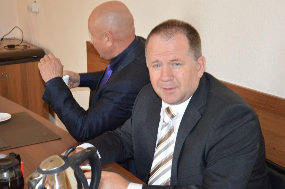 Прокуратура ЕАО не согласилась с отказом в возбуждении уголовного дела в отношении главы Биробиджанского района Евгения Кочмара