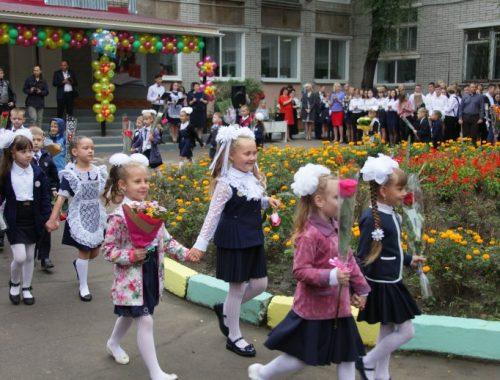 Школы ЕАО распахнули двери для двух тысяч первоклашек