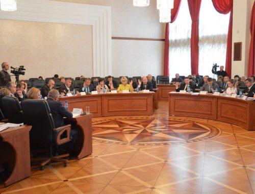 Заксобрание впервые поддержало предложение коммунистов об обращении в Москву за дополнительным финансированием