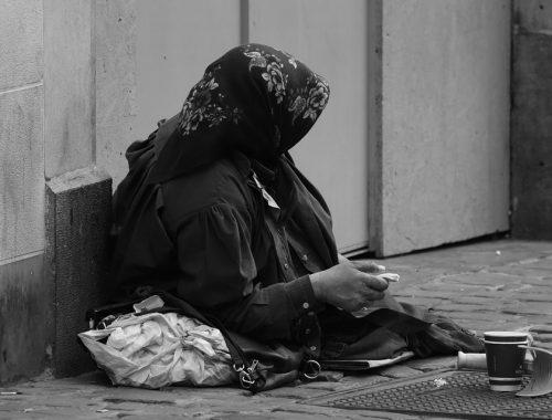 Россиян больше всего беспокоят рост цен и бедность