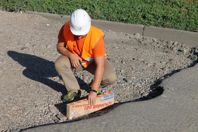 На гарантийных дорогах Биробиджана сложно найти следы ремонта — депутат Госдумы Васильев