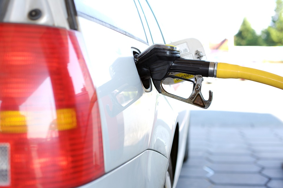 Нефтяники пожаловались на невозможность сдерживания цен на бензин