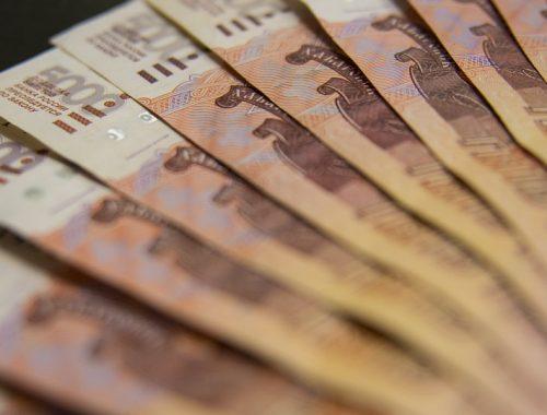 Почти на треть снизились поступления налогов в России