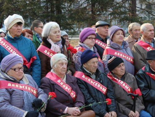 В Биробиджане состоялся торжественный митинг по случаю 110-летия со дня рождения И.Р. Бумагина