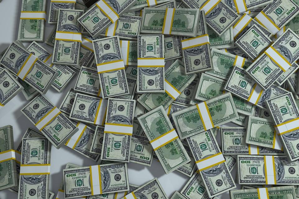 ЦБ: внешний долг России с начала года вырос на 6,1 млрд долларов