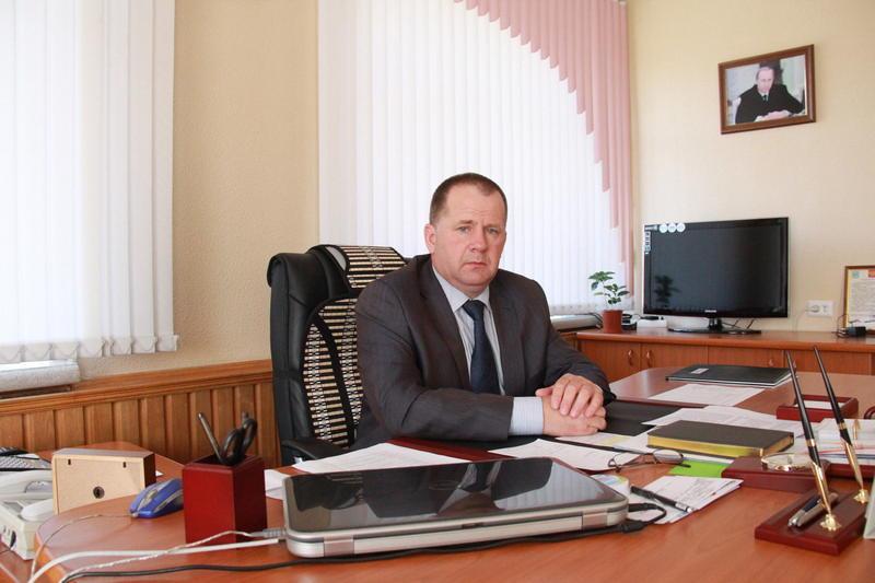 Главу Биробиджанского района Евгения Кочмара оштрафовали на 10 тыс. рублей за несвоевременную выплату зарплаты