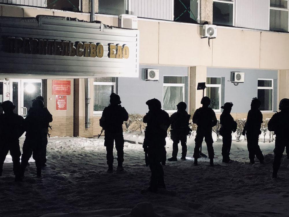 «Террористов» в здании правительства ЕАО обезвредили силовики
