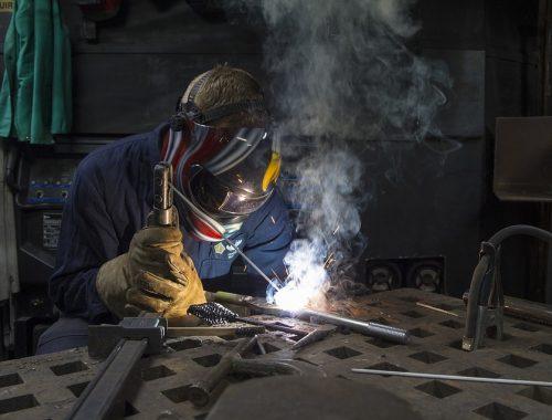 Каждый пятый россиянин работает во вредных и опасных условиях труда