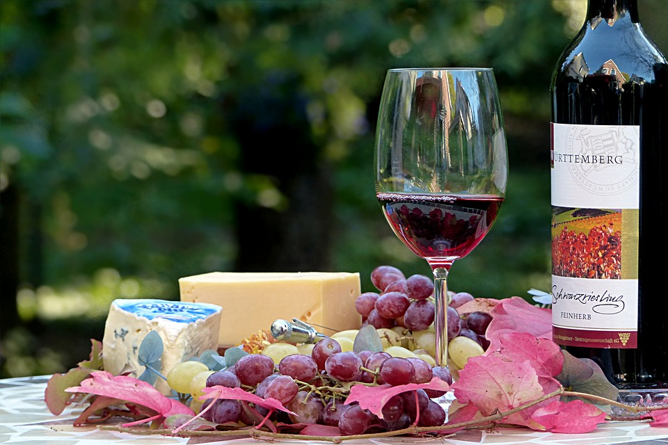 Госдума будет угощать зарубежных гостей вином за 1,5 млн рублей