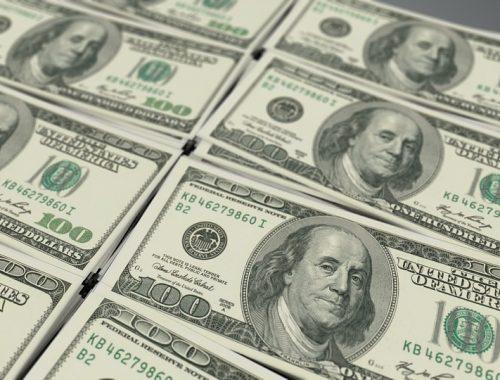 Центробанк: Чистый отток капитала из России подскочил в январе—апреле на 17%