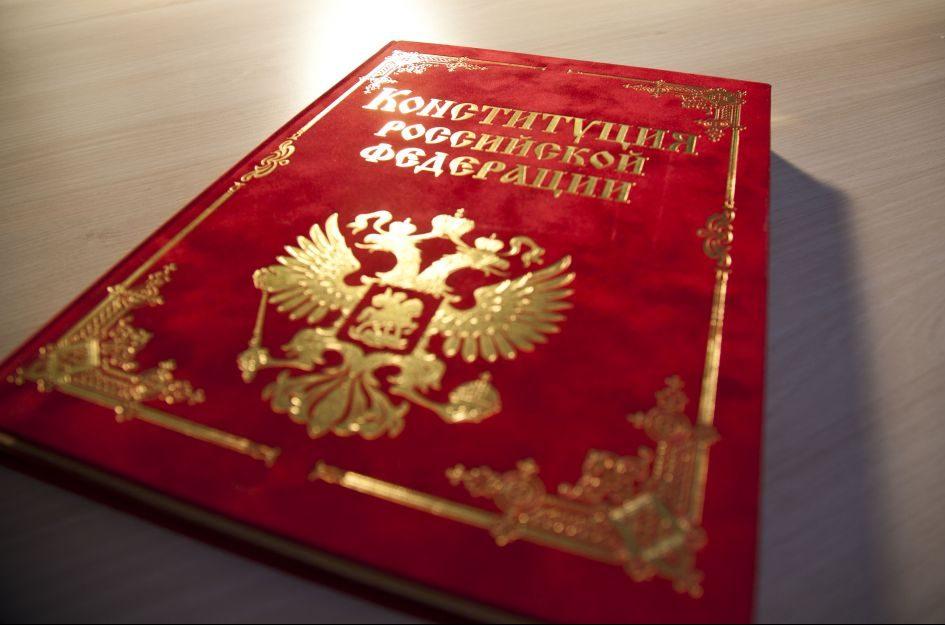 Популистские поправки в Конституцию призваны упрочить власть президента и олигархов