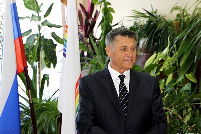 Три года условно получил глава Смидовичского района Александр Тлустенко за превышение должностных полномочий