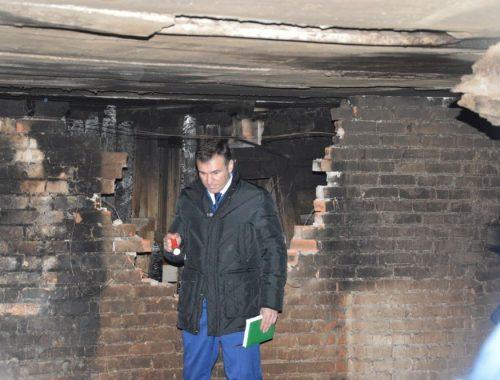 Прокурор ЕАО Заурбек Джанхотов осмотрел выгоревший подвал теплоозёрской пятиэтажки после личного приёма