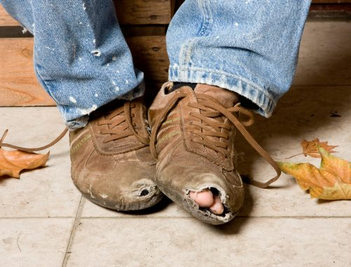 У трети российских семей не хватает денег на обувь
