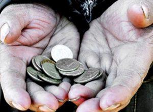 Эксперт: правительство намерено искусственно занизить число бедных в России