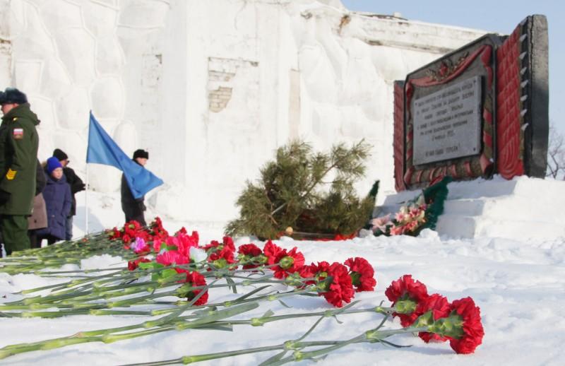 Власти ЕАО призвали к консолидации общества у могилы народоармейцев и красных партизан в годовщину Волочаевской битвы