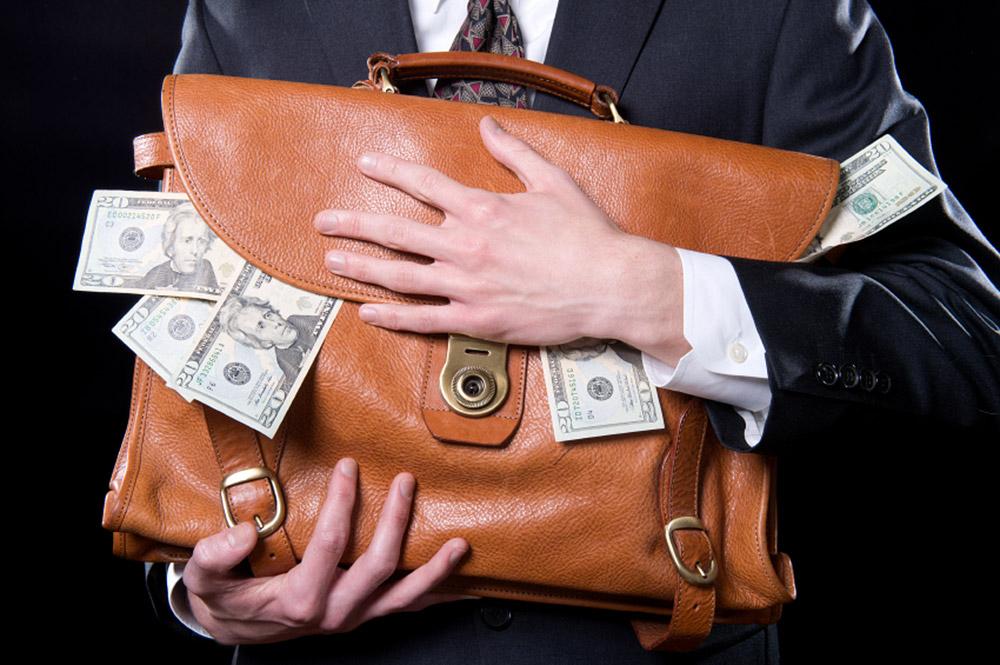 Олигархов освободили от ответственности за неуплату налогов и вывод капитала