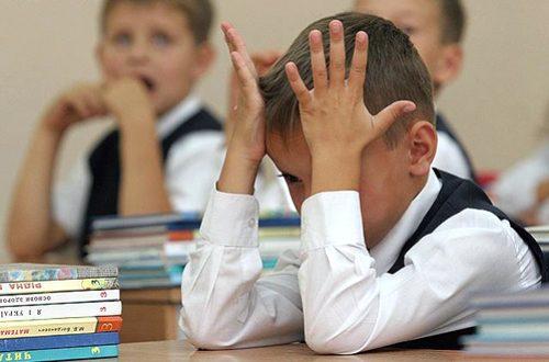 Учителям московской школы запретили отпускать детей в туалет без справки