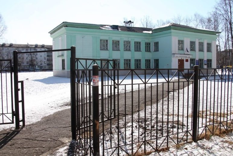 С площадки для строительства школы № 10 демонтируют гаражи