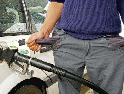 Правительство ввело госрегулирование цен на бензин