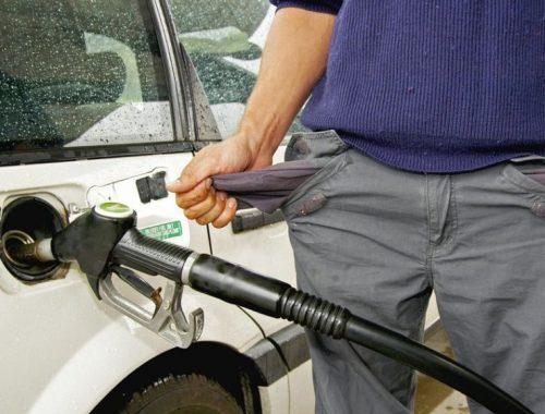 Правительство РФ запретило ввозить в страну дешевый бензин