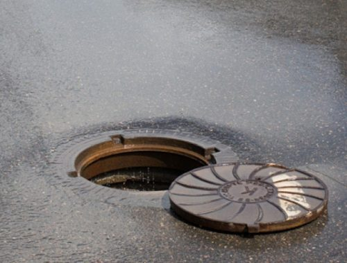 Прокуратура потребовала от мэра Биробиджана закрыть канализационный люк
