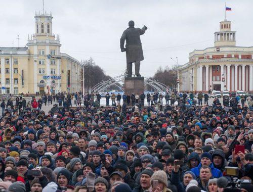 Участники стихийного митинга в Кемерово потребовали отставки местных властей