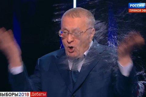 Собчак облила Жириновского водой во время дебатов