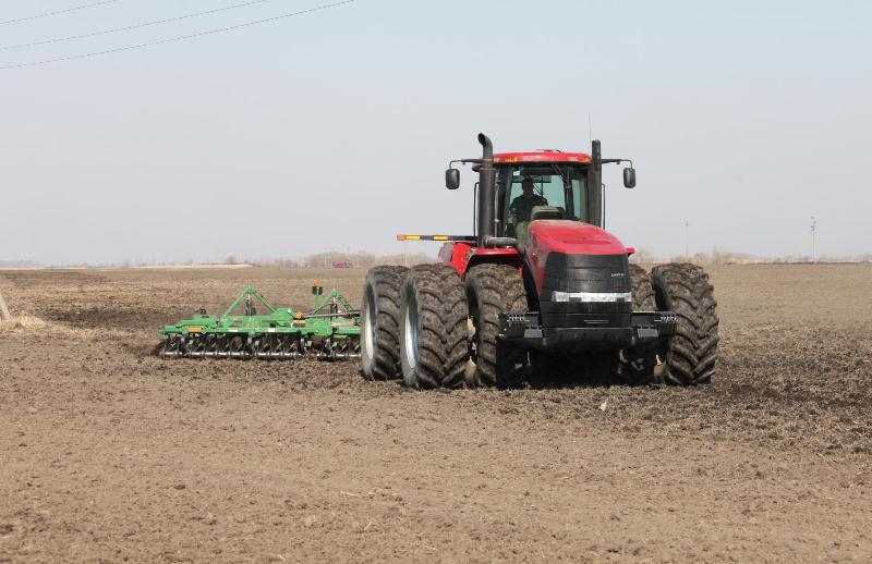 330 гектаров ячменя уже посеяли фермеры Октябрьского района