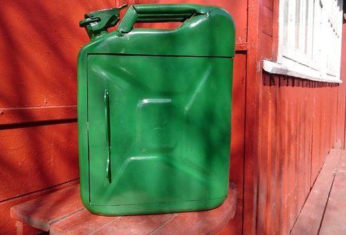 Подросток украл более 30 литров солярки у пенсионерки в Ленинском районе