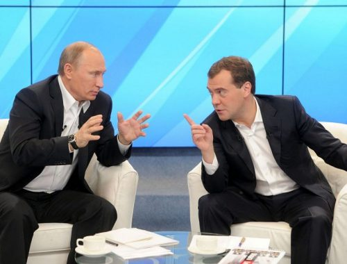 На фоне обвала рубля Медведев рассказал президенту об «абсолютно стабильной» экономике России