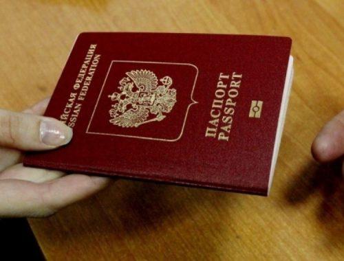 Президент утвердил повышение госпошлин на водительские права и загранпаспорт