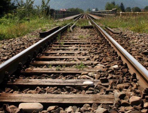 РЖД сообщает о завершении реконструкции железнодорожных путей к Нижнеленинскому мосту. На каком участке?