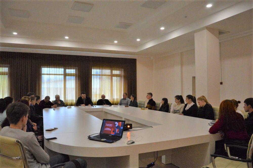 200-летие Карла Маркса отметили в Биробиджане за круглым столом