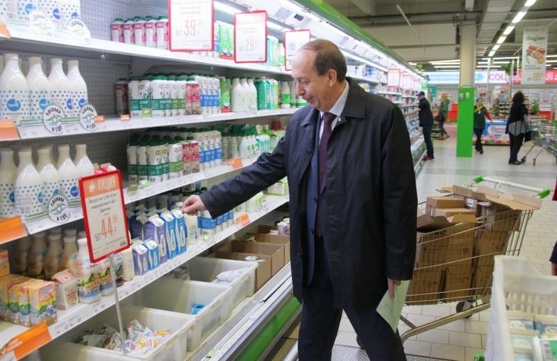 Не отстаёт от мэра в креативе: Александр Левинталь провел рейд по местным магазинам