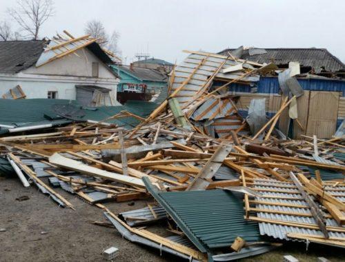 Сорвало крышу у администрации Смидовичского района после сильного ветра