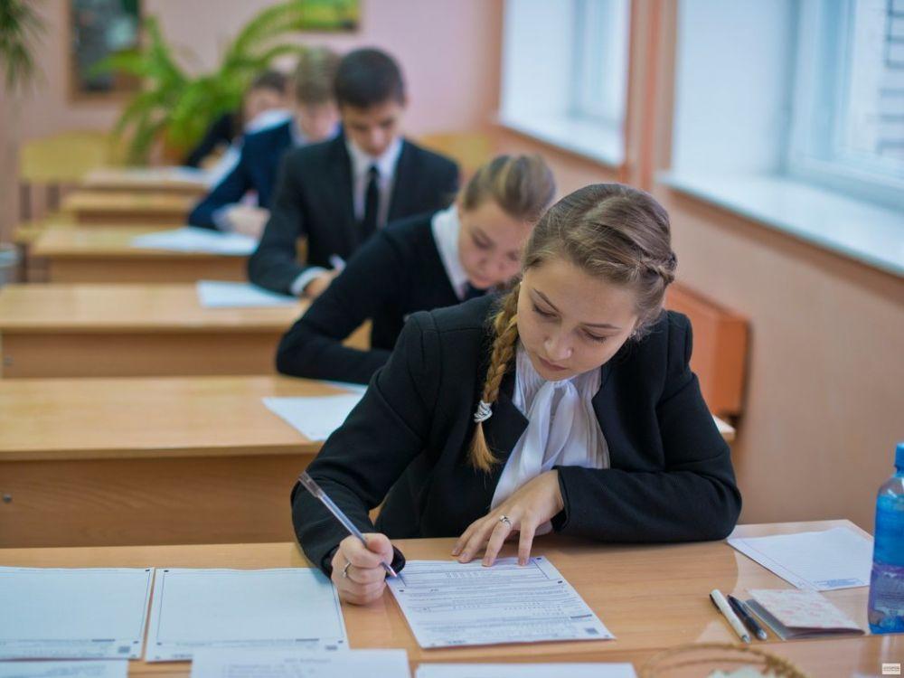 В ЕАО более 800 школьников сдали первый обязательный экзамен