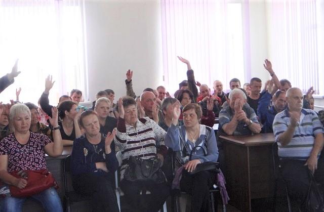 «Правда вырвется наружу»: работники предприятий Ивана Проходцева начали сбор подписей под обращением к президенту
