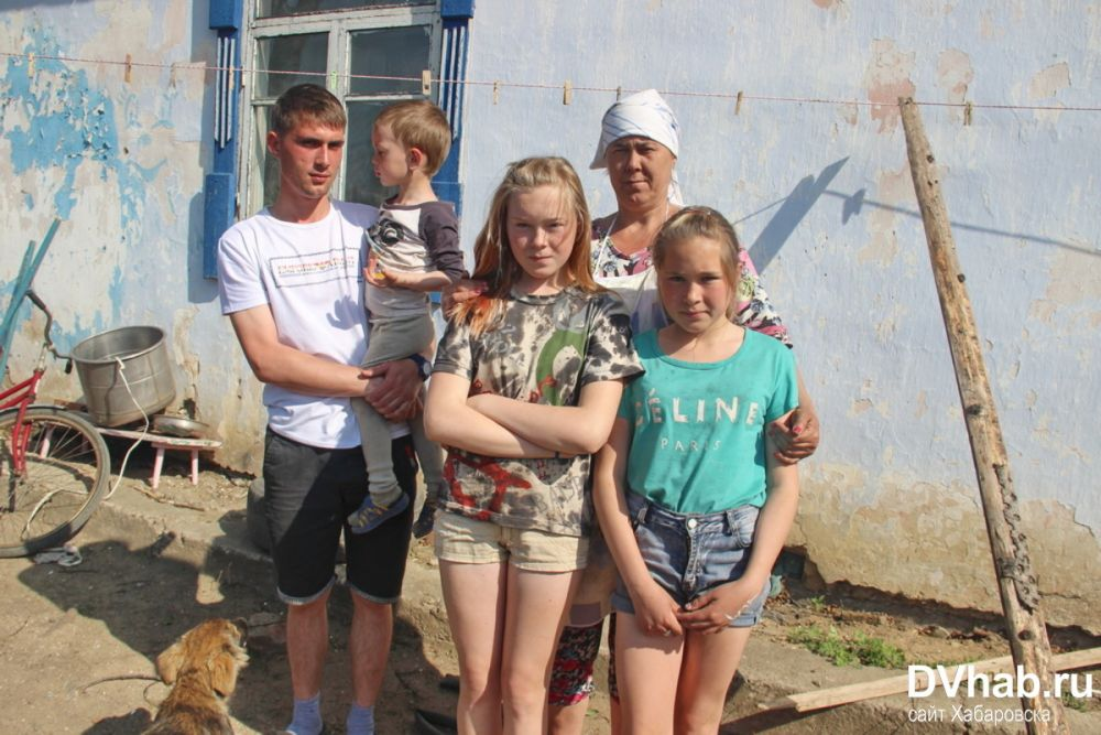 Четыре биробиджанских семьи борются за выживание в разрушающемся доме
